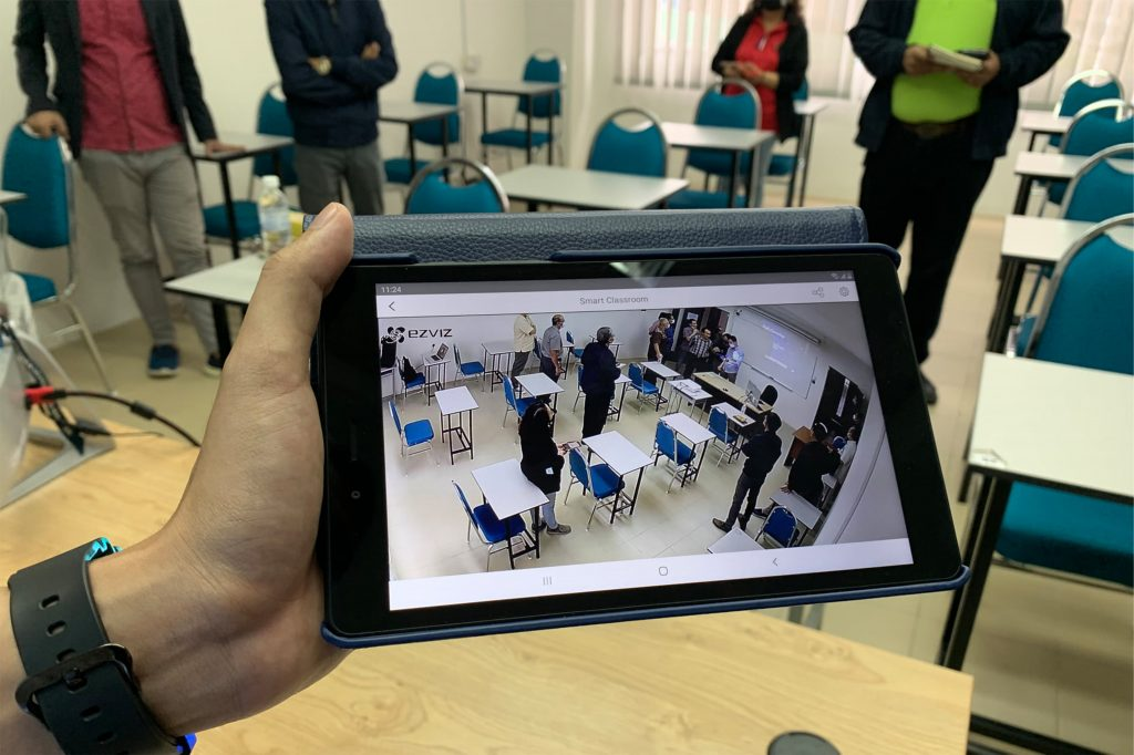 The Smart Classroom also can be monitored using mobile phone or tab/ipad.